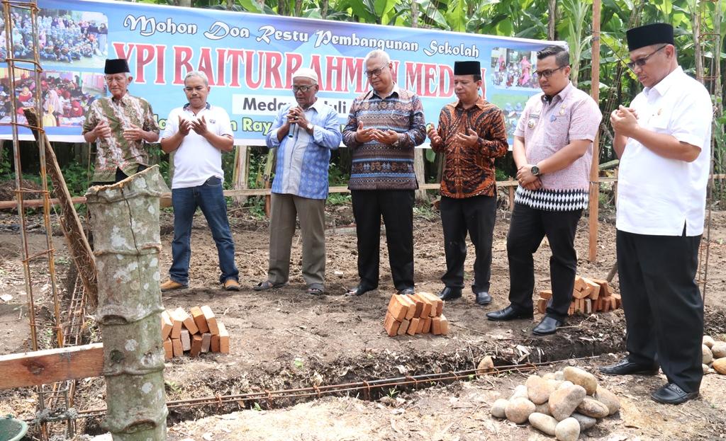 Akhyar Letakkan Batu Pertama Pembangunan Kelas Baru  Di YPI Baiturrahman