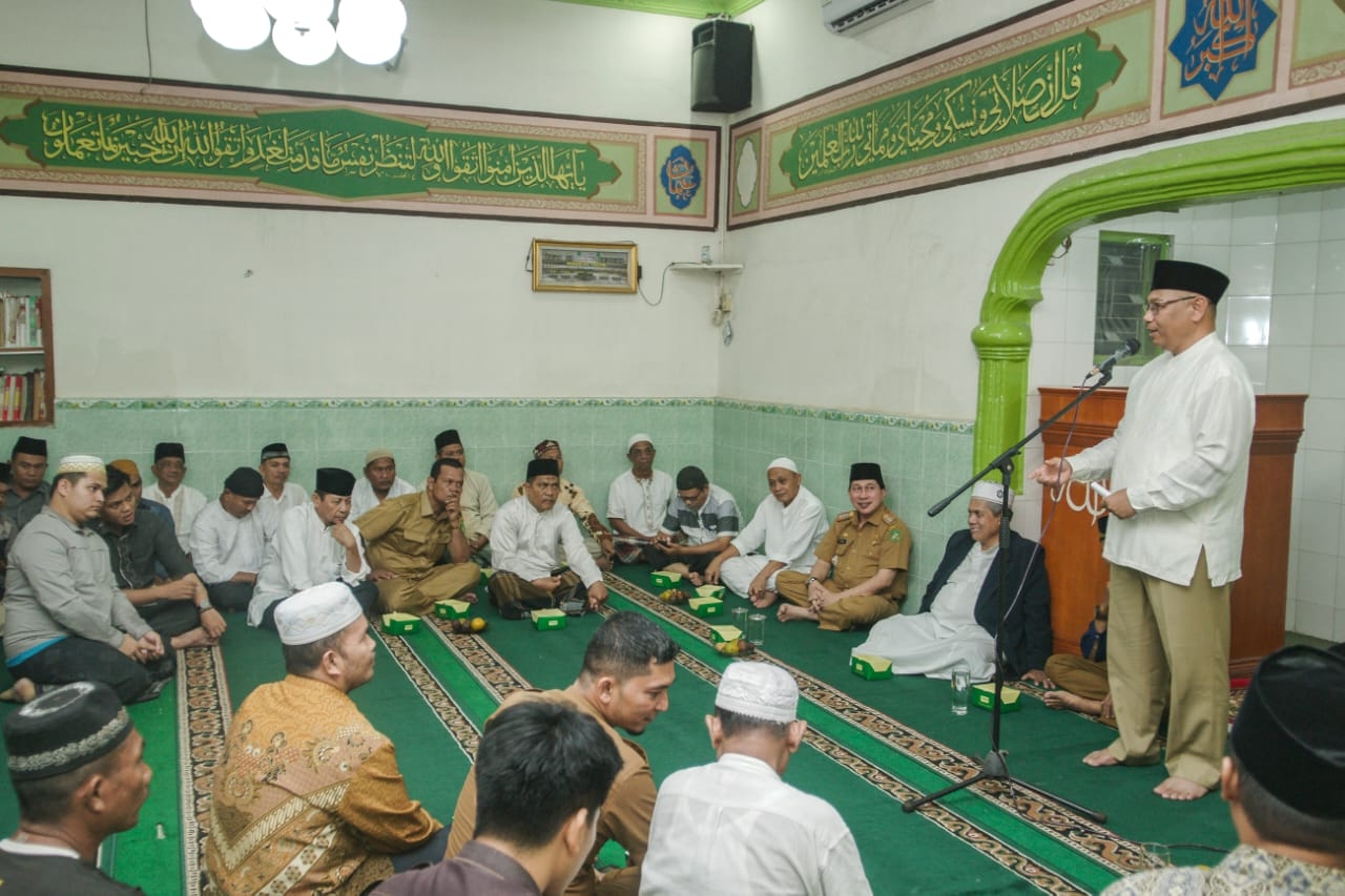 Bangun Silaturahmi Kebersamaan Dengan Warga, Akhyar Shalat Maghrib Berjamaah Di Masjid At Taufiq