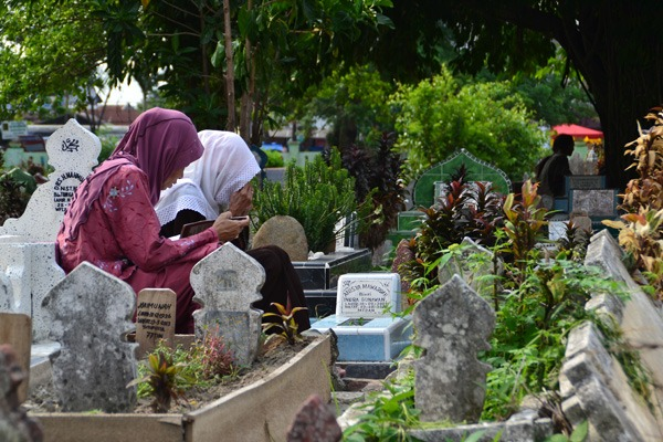 Keutamaan Ziarah Kubur Orang Tua pada Hari Jumat