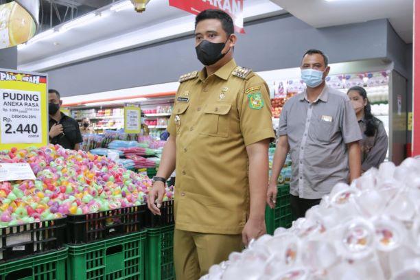 Pastikan Kadaluarsa Bahan Pangan Jelang Lebaran, Walikota Medan Tinjau Ramayana