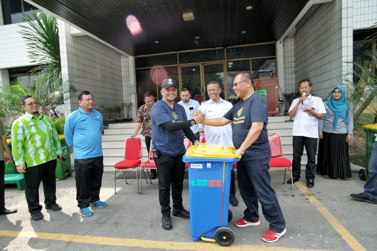 Pemko Medan Terima 50 Unit Tempat Sampah Dari PT BGR Medan
