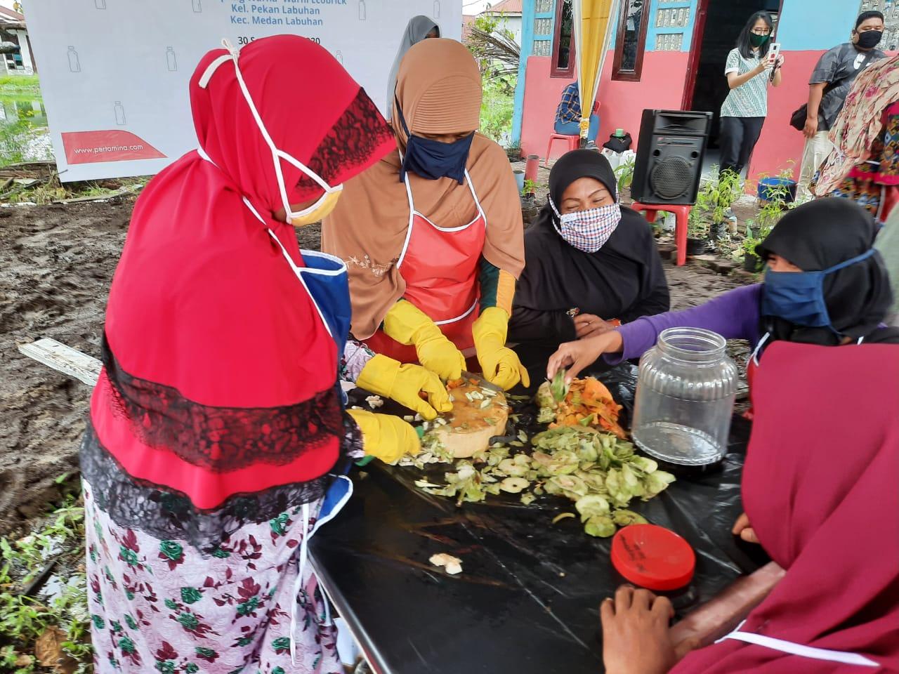 Pertamina Latih Emak-Emak Bikin Ecoenzym Dari Sampah
