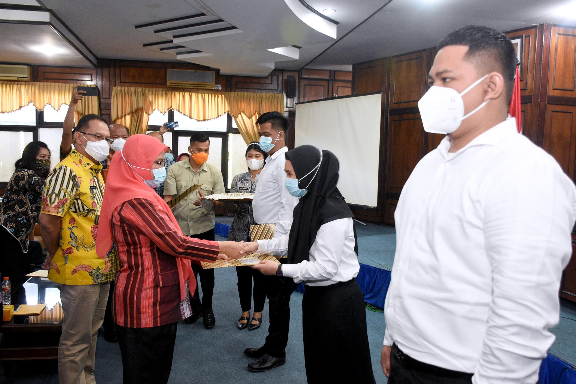 SK Pengangkatan 289 CPNS Pemprov Sumut Diserahkan